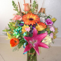Mixed arrangement in a vase