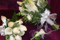 Bride bouquet, bridesmaid bouquet, and Boutonnier – $0.00